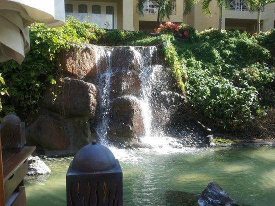 Canonnier Beachcomber Golf Resort & Spa: Waterfall!!