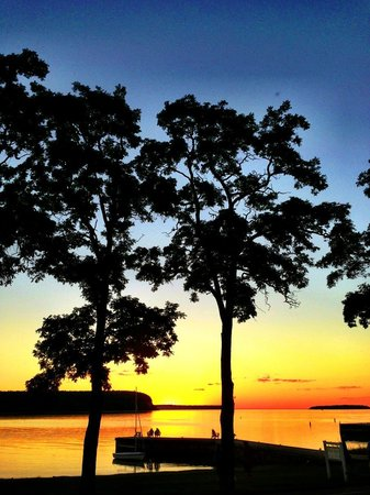 Edgewater Resort: Gorgeous Sunsets