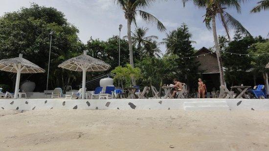 Sunshine Residence: Beach and restaurant Milky Bay