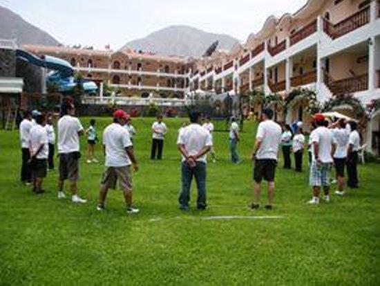 Hotel Lunahuana River Resort: areas verdes   una vista  execlente