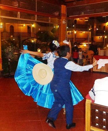 Hotel Lunahuana River Resort: una  marinera  para el cierre  de la cena   que lindo