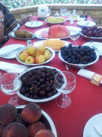 Mounir: Tasty fruits