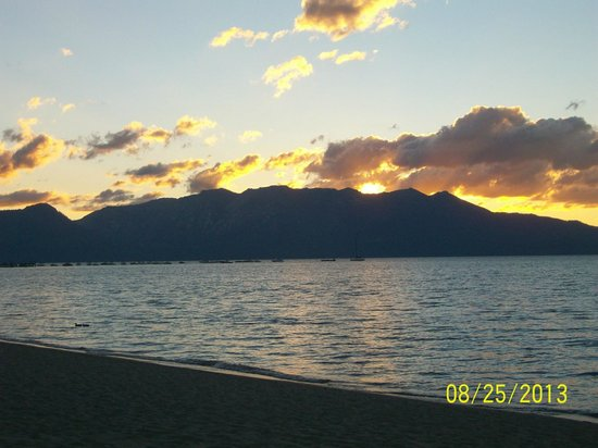Lake Tahoe Vacation Resort: Sunset at beach