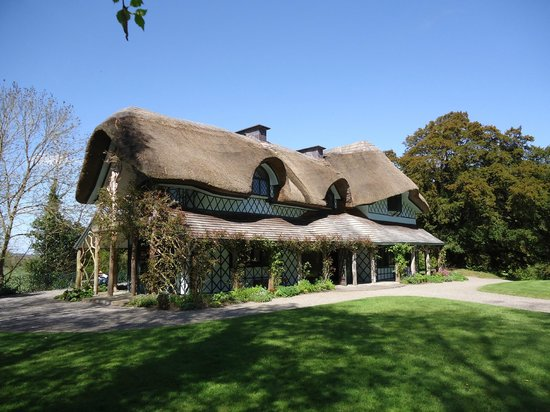 gives thatched roof new meaning picture of swiss cottage cahir tripadvisor. Black Bedroom Furniture Sets. Home Design Ideas
