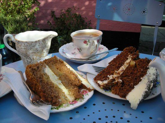Cragg Sisters Tearoom: Great cakes