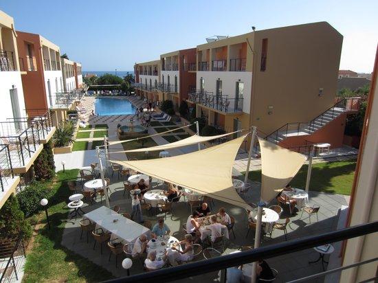 Sunrise Village Hotel: Taget från receptionens balkong
