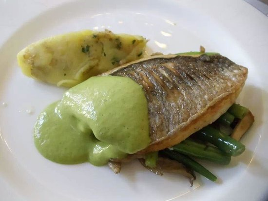 Lainston House Hotel: Our lunch main course sea bass with pea foam.
