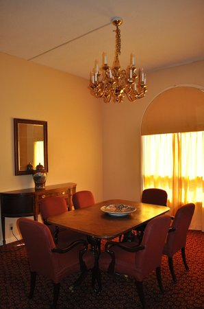 Camino Real El Paso: Suite Dining room area