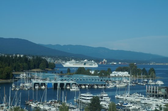 Lord Stanley Suites On The Park: View from our Room towards Coal Harbour