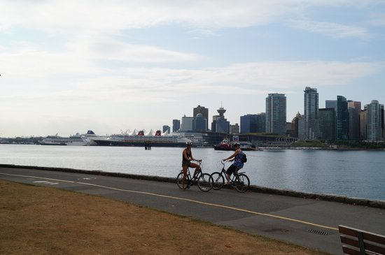 Lord Stanley Suites On The Park: Cycling aroun Stanley Park
