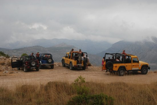 Marco Polo Expediciones - Day Tours: All the jeeps on the top of the mountain