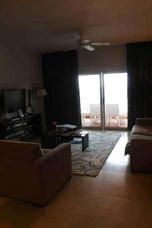 Princess Heights Hotel: Living room area (1 bedroom condo)