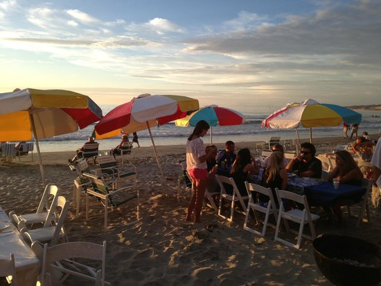 La Jolla Beach & Tennis Club: one of many dinner parties setting up at as the sun sets