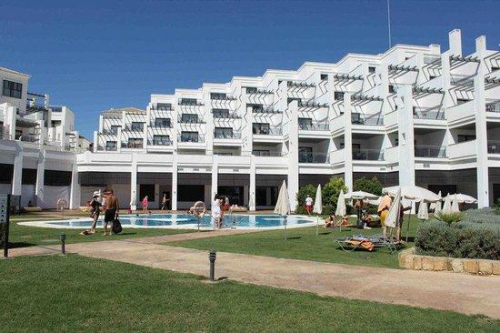 Hotel Fuerte Estepona : una de las piscinas, la mas profunda.