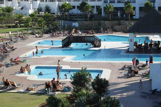 Hotel Fuerte Estepona : piscinas.