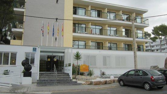BQ Hotel Maria Dolores: Hotel von vorne