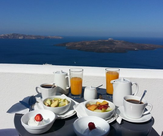 Cosmopolitan Suites Hotel: Breakfast Every Morning on Private Balcony