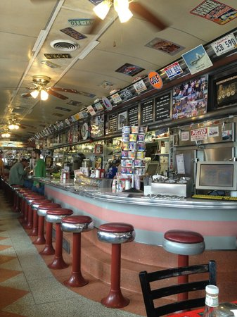 Crazy Otto's Empire Diner: Such a cool atmosphere!