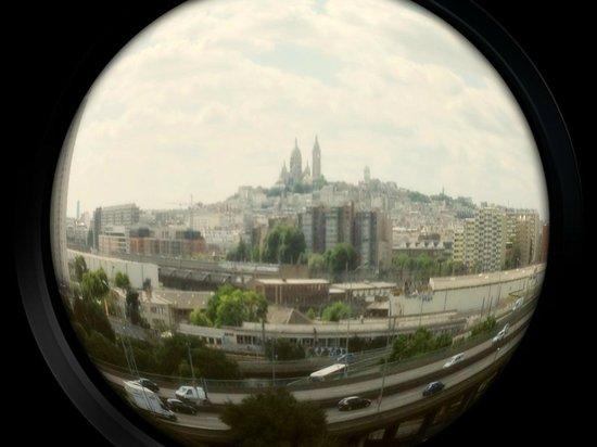Novotel Suites Paris Nord 18ème: Vista da janela do quarto