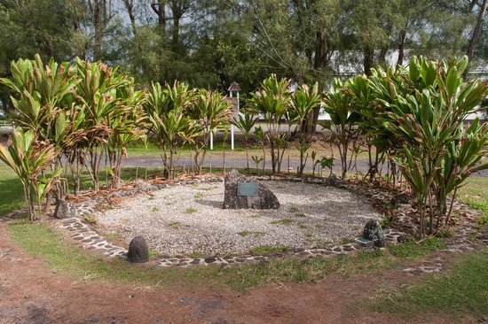 Ngatangiia Harbour: The Memorial Commemorating the Departure