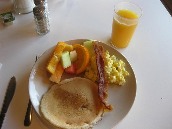 Hollywood Downtowner Inn: From the breakfast buffet