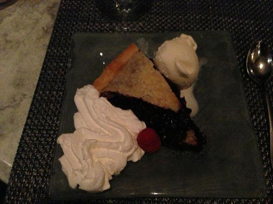 Dockside Restaurant on York Harbor: Maine Blueberry Pie