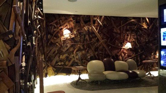 New Hotel: lobby / reception area