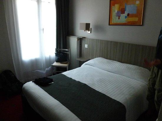 Avia Saphir Montparnasse Hotel: room