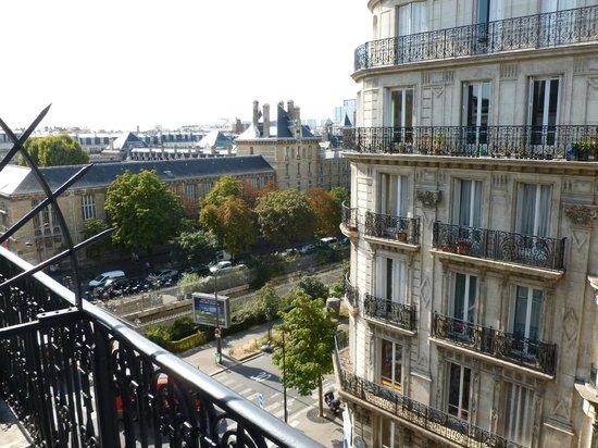 Avia Saphir Montparnasse Hotel: view - bd Pasteur