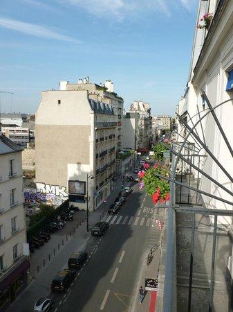 Avia Saphir Montparnasse Hotel: view - rue de Vaugirard
