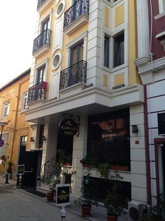 Agora Life Hotel: hotel entrance