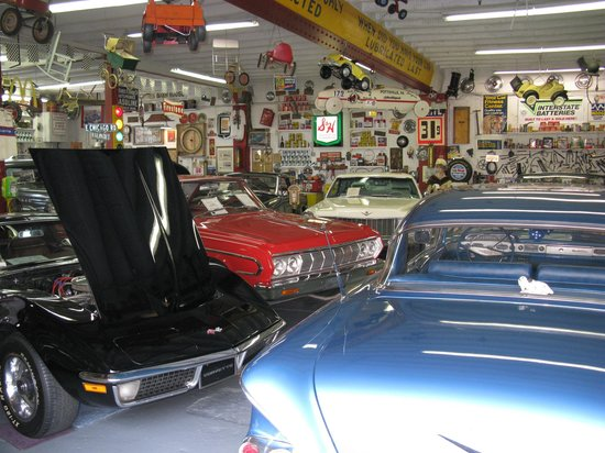 Jerry's Classic Cars and Collectibles Museum: Collection