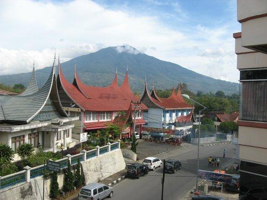 Ambun Suri Hotel: vy