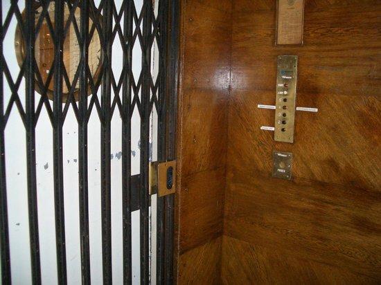 Marken Gjestehus: Steampunk elevator