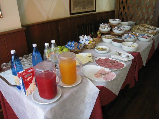 Hotel Italia : The breakfast table