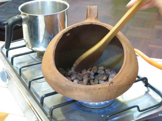 Choco Museo: roasting cacao