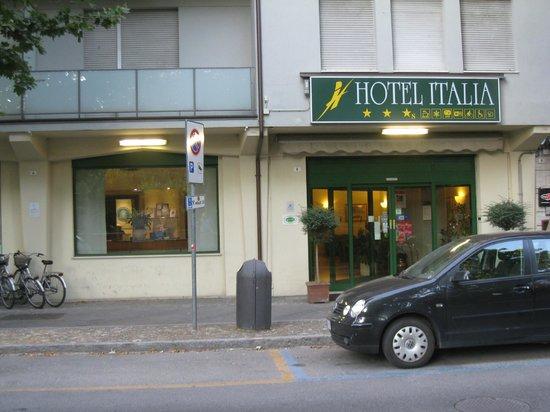 Hotel Italia : The hotel entrance