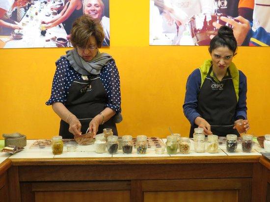 Choco Museo: preparing chocolates