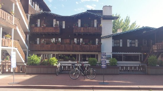 Mountain Chalet Aspen : Mike's electric bike in front of the hotel.