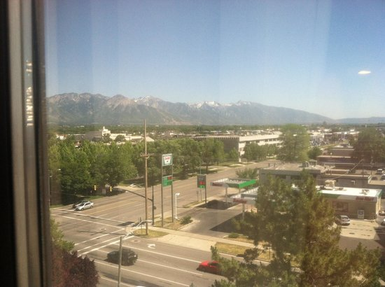 DoubleTree Suites by Hilton Hotel Salt Lake City: Looking out at the mountain view!