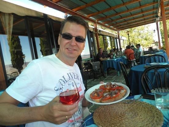 Ristorante La Taverna Del Barbarossa: Bruchetta met tomaat, anchovis en knoflook.....