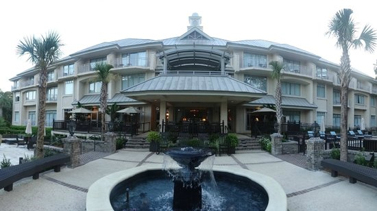 Inn & Club at Harbour Town - Sea Pines Resort: Rear patio area