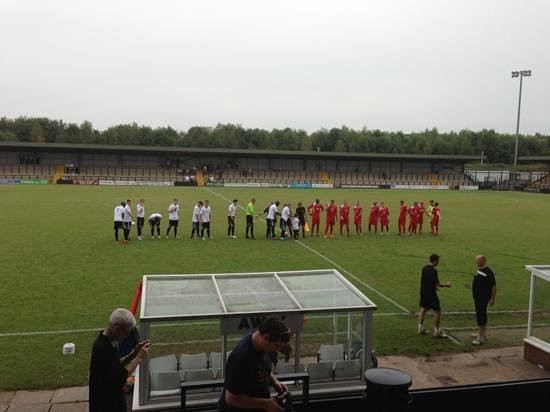 ‪‪Hednesford‬, UK: the teams are out !!‬