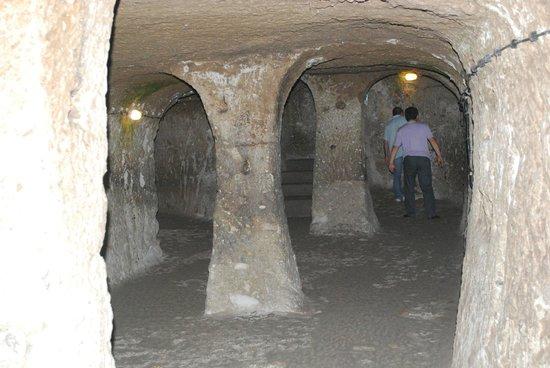 gravé dans la roche - Picture of Derinkuyu Yeralti Sehri ...