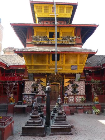 Hotel Zen Holiday: Tempel nebenan