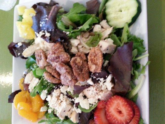 Paint Box Cafe: summer garden salad
