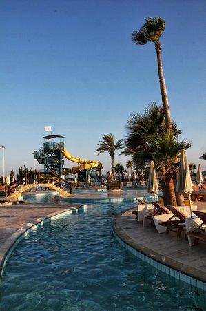 Adams Beach Hotel: pools