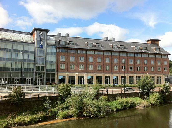 Radisson Blu Hotel Durham: View of hotel from across the river