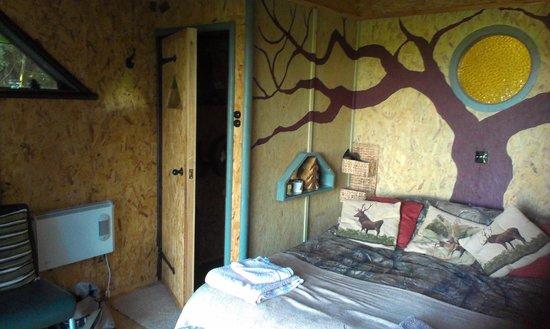North Hill Farm: Bed & door into toilet