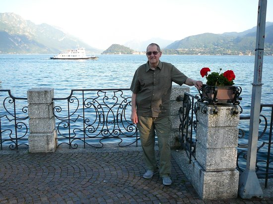 Hotel du Lac: Lakefront Promenade w/Charlie & Bellagio